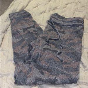 AE soft camo legging large